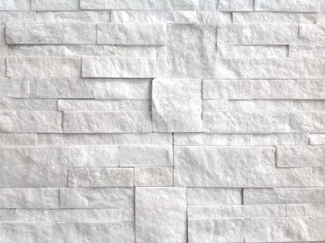 Muretti in quarzite bianco assoluto origine pietra for Piastrelle effetto pietra leroy merlin