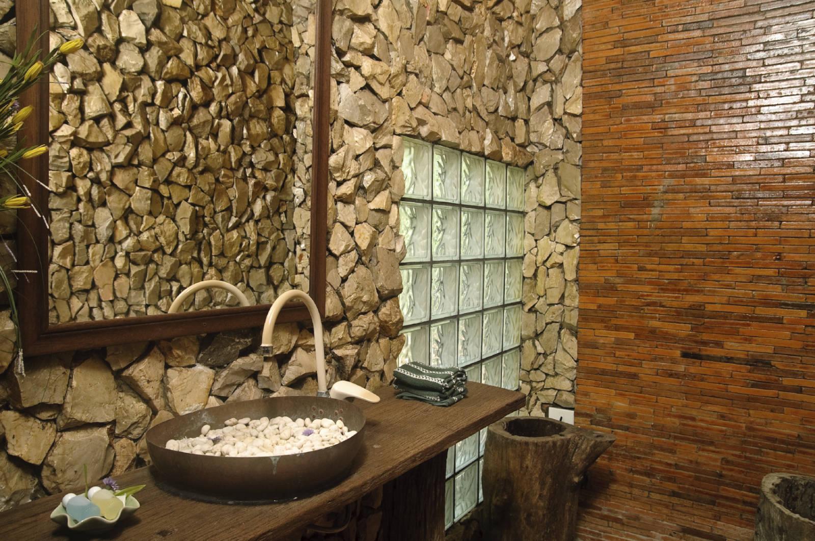 Bagno In Pietra Ricostruita : Pietra e marmo è possibile posarli in un interno doccia