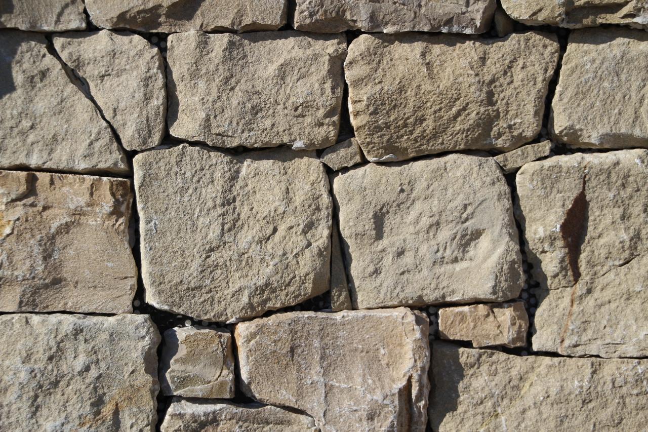 Case In Pietra E Mattoni : Muri in pietra e mattoni muro di sostegno in pietra di luserna