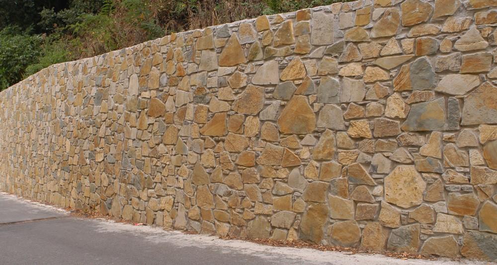 Rivestimenti in pietra naturale origine pietra for Muri con pietre a vista