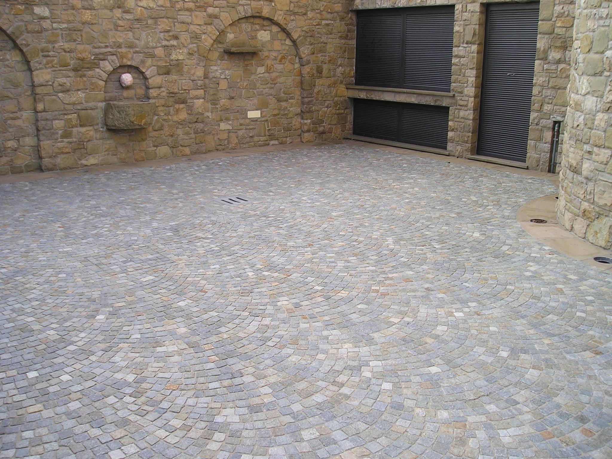 Pavimento In Pietra Di Luserna : Pavimenti e rivestimenti in pietra di luserna origine pietra
