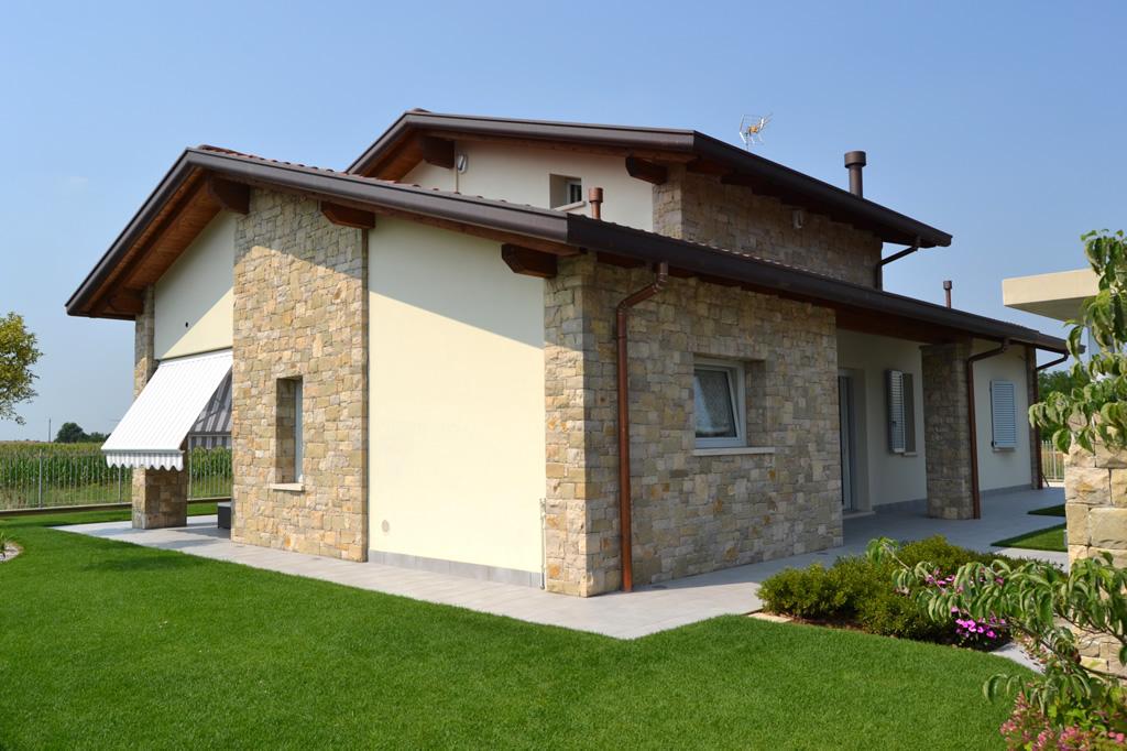 Isolamento a cappotto eps o fibra di legno origine pietra for Case con facciate in pietra